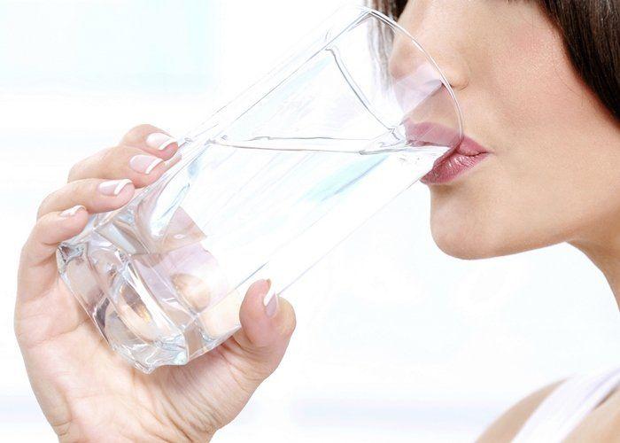 Resultado de imagen para mujer consume agua